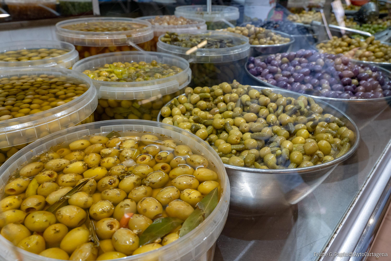 Puesto de aceitunas en el Mercado de Santa Florentina