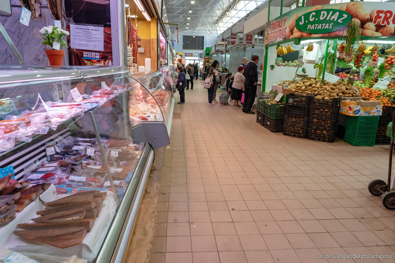 Puestos salazones y fruterías en el Mercado de Santa Florentina