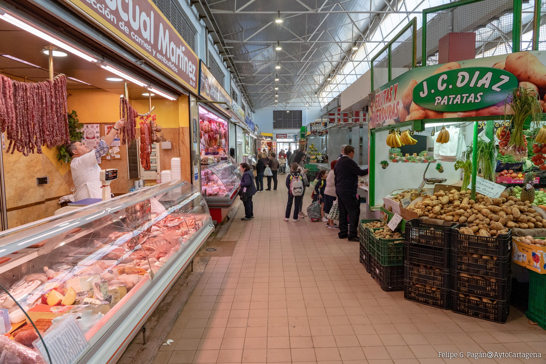 Carnicerías y fruterías en el Mercado de Santa Florentina